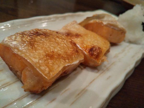 秋葉原 きんぼし 鮭ハラスの燻製1